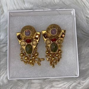 Vintage Natasha Stambauli gold tone clip on